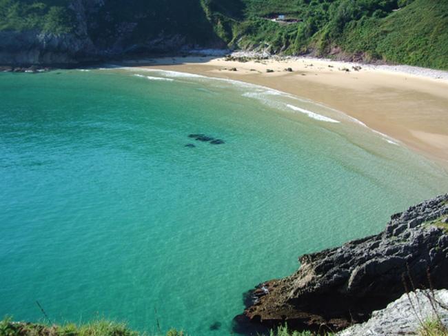 Playa de Andrín, al otro lado de Ballota