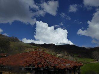 foto de un  cumulonimnbus sobre Peña Sagra