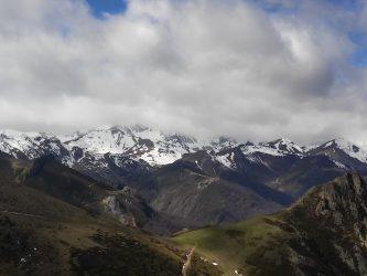 Vista hacia los Picos de Europa en uno de los rincones  de la ruta