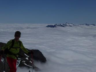 Mar de nubes deesde la cumbre del Pico San Carlos