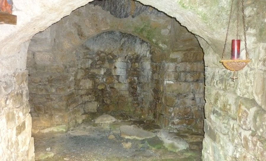 Ermita rupestre de Cambarco