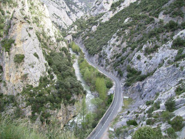 Foto de la carretera del desfiladero de la Hermida por la que se accede a Potes
